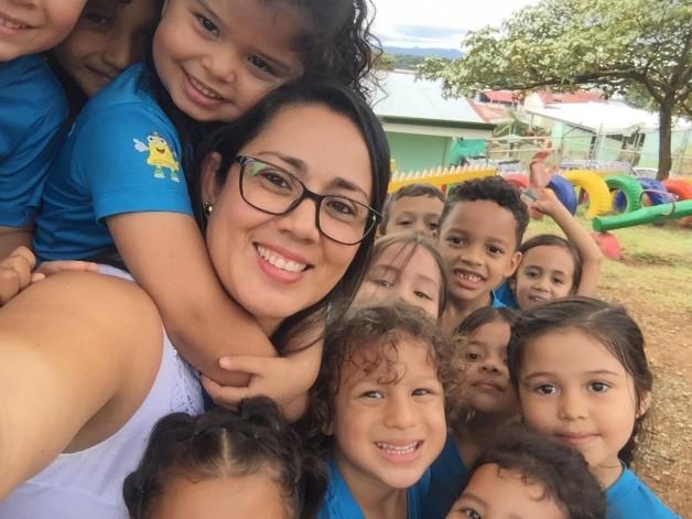 """Mujer educadora: """"sostén emocional"""" para la sociedad"""
