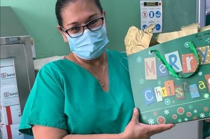 """Mujer indígena, asistente de enfermería: """"una sonrisa puede levantar muchos ánimos"""""""